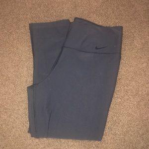 Nike Dri-Fit Cropped Leggings/Yoga Pants